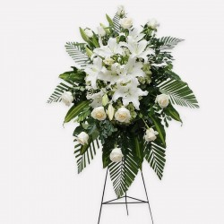 White tear of 12 roses and lilium
