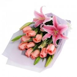 Ramo 10 rosas y lilium perfumado