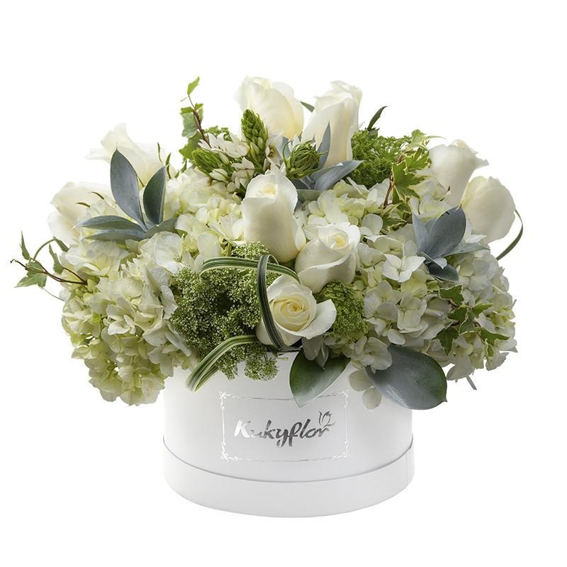Box de rosas, estrella de Belén, hortensias verdes y amismajo
