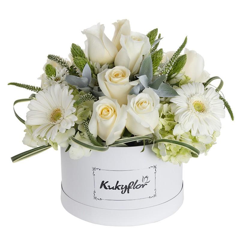 Box de rosas, estrella de Belén, hortensias verdes, gerberas blancas
