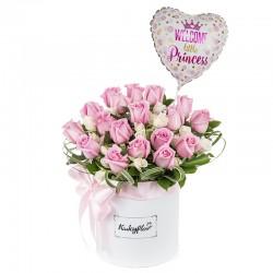 Box de rosas,mini rosas con globo de niña.