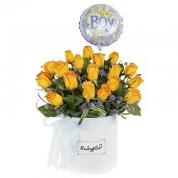 Box de rosas amarillas con globo de niño.