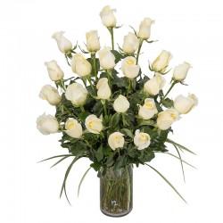 Florero de 24 rosas blancas